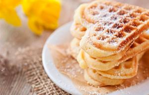 Unos deliciosos waffles son ideales para compartir con tu familia en cualquier momento del día.